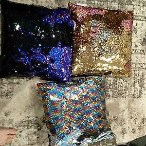 Set of 3 sequence flip throw pillows